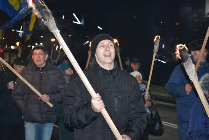 Більше 200 хмельничан зі смолоскипами перекрили рух у центрі Хмельницького