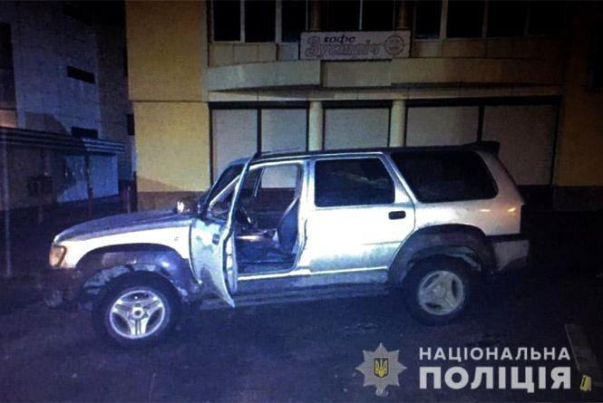 У Кам'янці п'яний 19-річний юнак викрав позашляховик