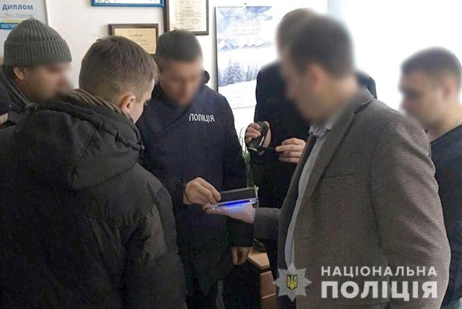 На хабарі у 6000 гривень спіймали секретаря міськради однієї з ОТГ