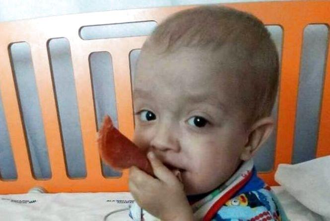 Маленький і важкохворий: Сашку з Хмельницького потрібна пересадка кісткового мозку