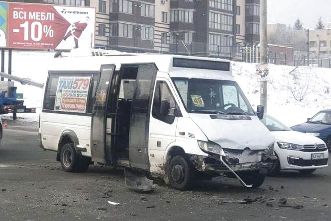 Аварія з маршруткою та 17 п'яних водіїв: хроніка ДТП у Хмельницькому