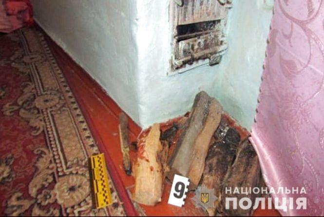 На Хмельниччині чоловік до напівсмерті побив свою коханку поліном