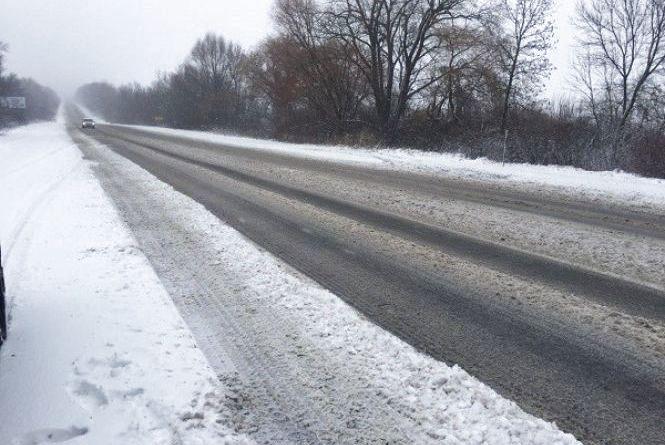 Сніг на Хмельниччині: яка ситуація на дорогах області