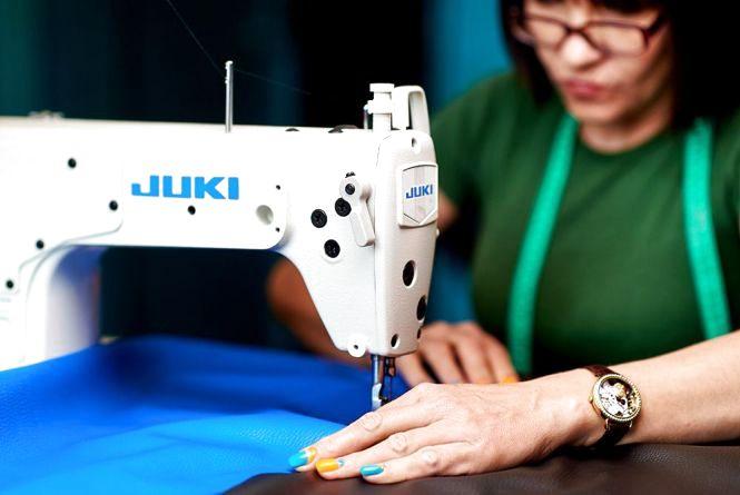 Штраф у 100 тисяч гривень отримав власник хмельницького швейного цеху за нелегального працівника