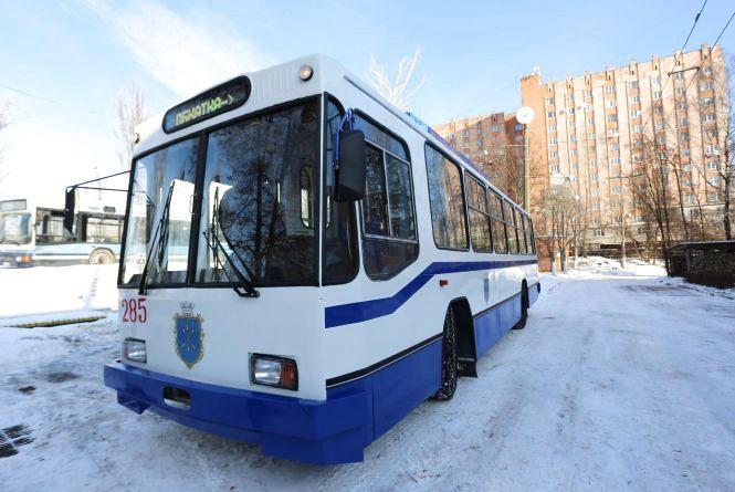 Хмельницький тролейбус відремонтували за 1,4 мільйона. Що там зробили