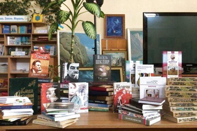 Хмельничани збирають книги для українських воїнів