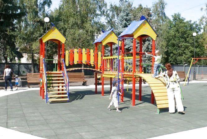 Де у Хмельницькому відремонтують дитячі та спортивні майданчики (КАРТА)