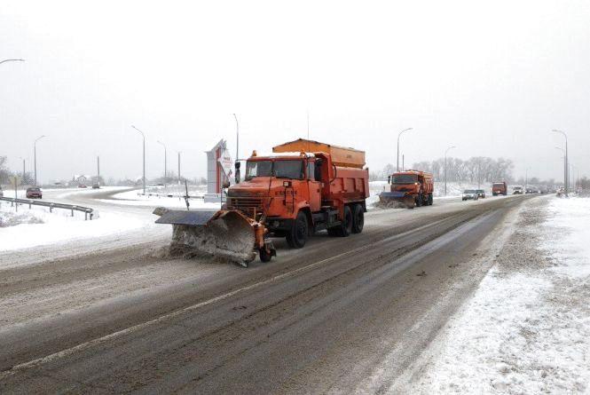 Хмельниччину засипає снігом. Яка ситуація на дорогах області?