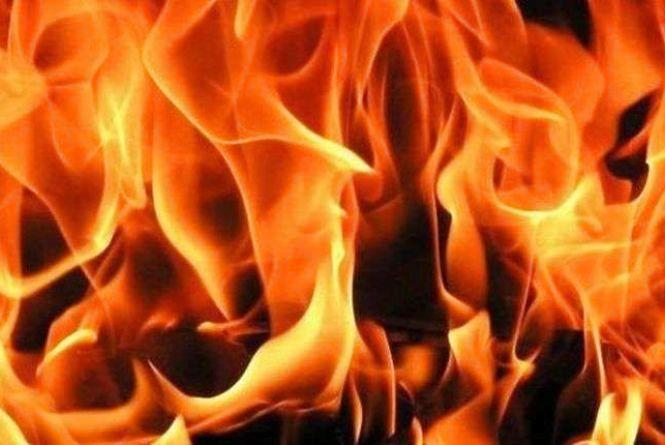 Дві бригади рятувальників гасили пожежу будинку на Шепетівщині