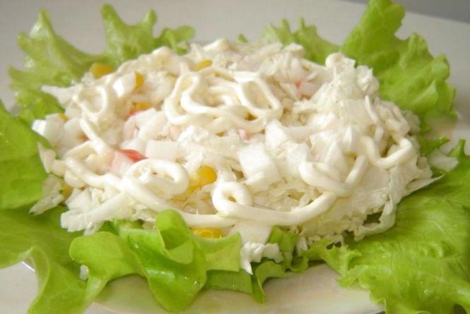 Швидкий сніданок: готуємо салат із крабових паличок