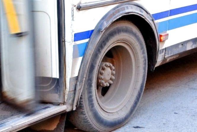 У Шепетівці жінка на ходу випала з автобуса. Вона у комі (ОНОВЛЕНО)