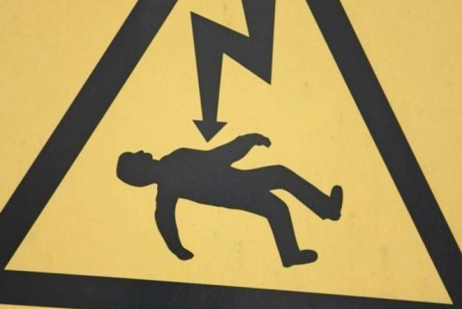 """Школяра вбило струмом. Хмельницького енергетика судитимуть за """"смертельну"""" недбалість"""