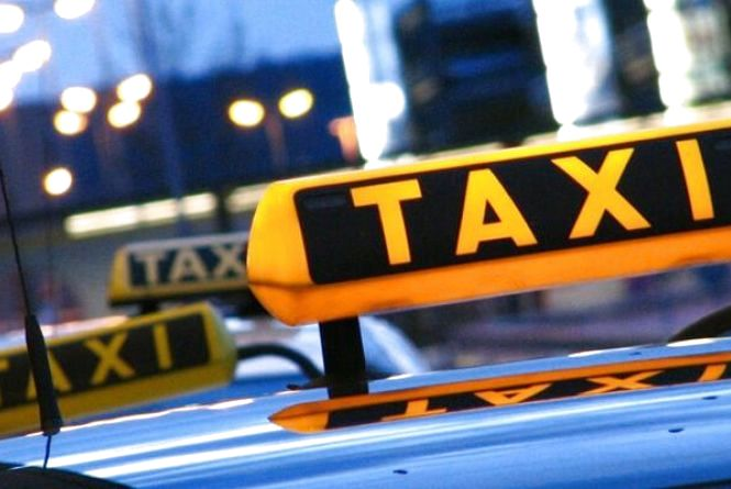 На 17 тисяч гривень оштрафували нелегального таксиста з Хмельниччини