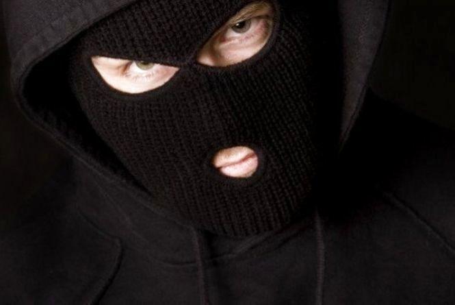 Розбійний напад на будинок у Летичеві: до в'язниці відправили одного із грабіжників