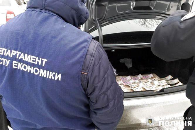 На Хмельниччині судитимуть підприємця, який намагався підкупити поліцейського