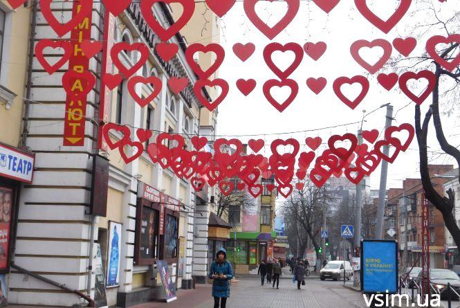 У центрі Хмельницького з'явилася нова фотозона до Дня Валентина