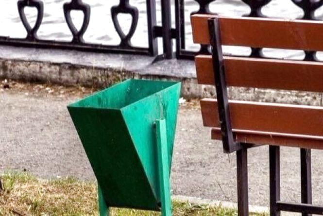 Насмітив - прибери: хмельничан пропонують карати за викинуте повз урни сміття