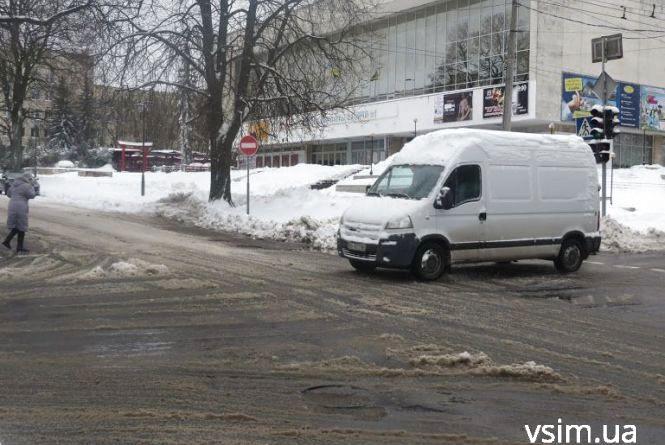 Дощ, сніг та поривчастий вітер: на Україну насувається негода