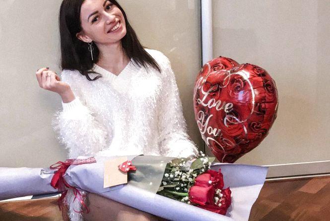 Пікантні фотосесії та оберемки троянд: що хмельничани постили в соцмережах на День Валентина
