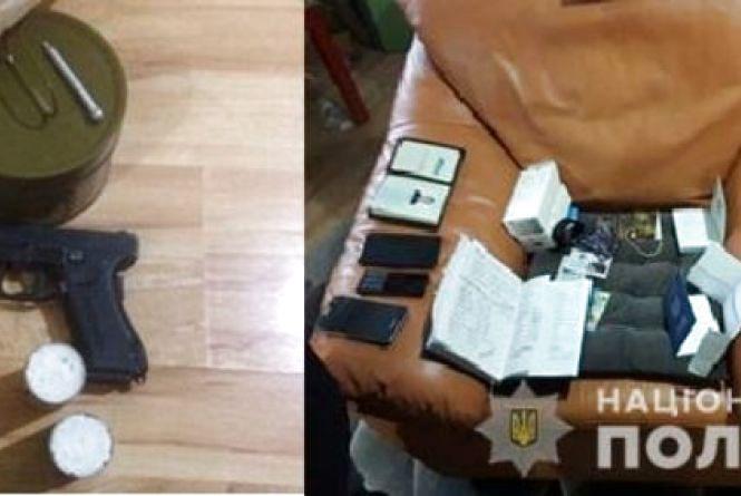 Хмельницькі поліцейські спіймали шахрая, який ошукав дніпрянина на 1,5 мільйона гривень