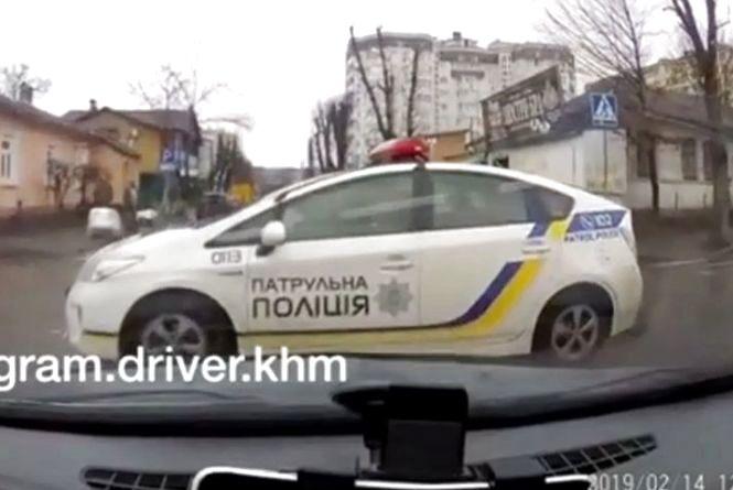 Патрульні і легковик мало не зіткнулись на Грушевського. Що кажуть в поліції (ВІДЕО)