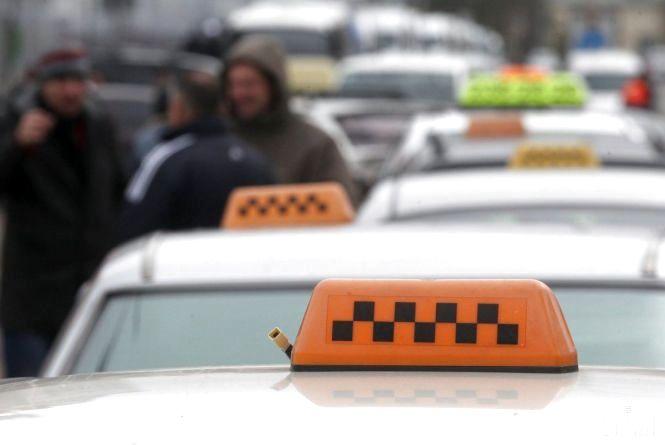 Їздив без дозволу. Хмельницький таксист отримав 17 тисяч гривень штрафу