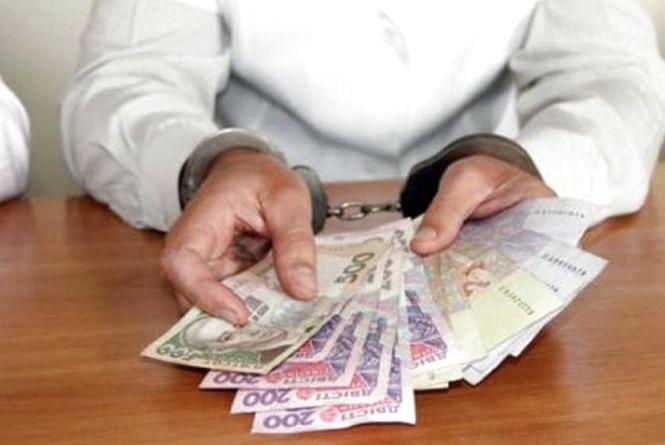 """Колишній сільський голова на Хмельниччині """"нажився"""" на 155 тисяч гривень"""