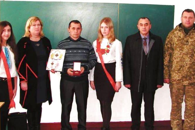 Батькам загиблого на Сході Олега Довгого з Ізяславщини вручили орден