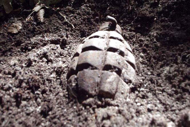 У Шепетівці просто посеред вулиці знайшли гранату