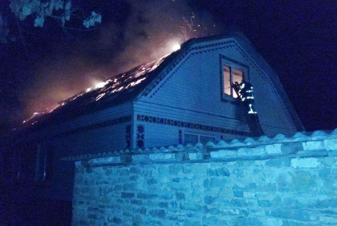Вночі на Хмельниччині горіли два будинки