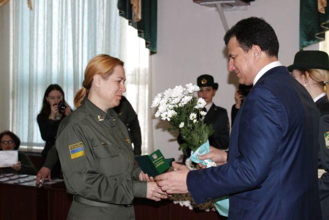Хмельницьких прикордонниць та учасників АТО відзначили державними нагородами