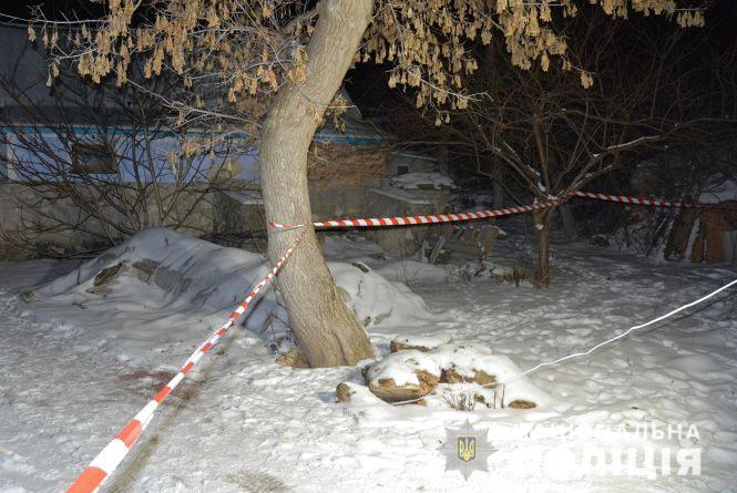 Двоє 18-річних хлопців побили ломом і пограбували пенсіонерку на Хмельниччині