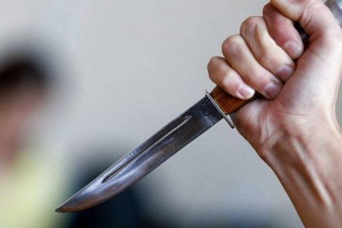 На Хмельниччині засудили 27-річну жінку, яка з ножем напала на чоловіка