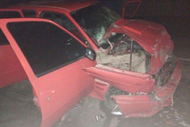 На трасі біля Нетішина Opel влетів у рейсовий автобус: двоє людей постраждали
