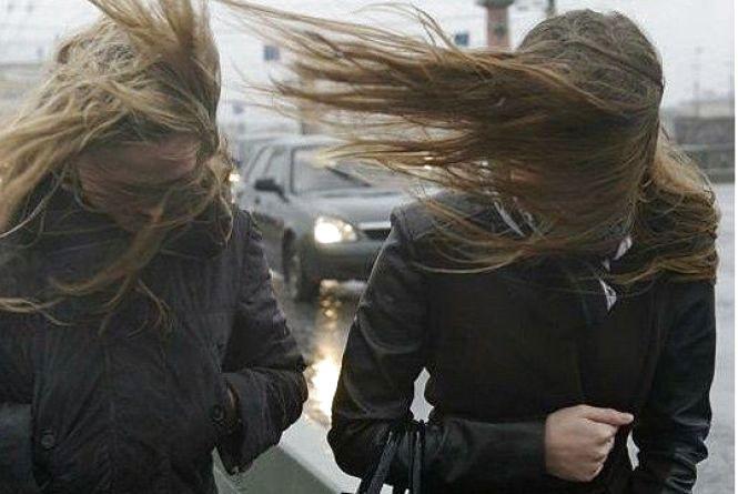 Синоптики попереджають хмельничан про штормовий вітер