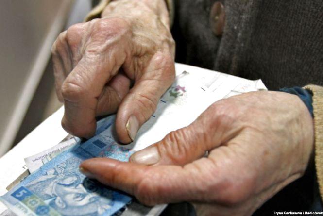 Кому з українців і на скільки збільшать пенсії з березня