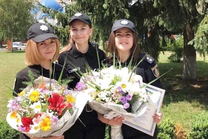 """""""Захоплюються навіть правопорушники"""": історії хмельницьких красунь у поліцейській формі"""