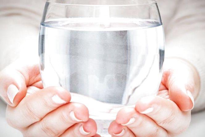 Чай і кава не замінять: у МОЗ розповіли, як правильно пити воду
