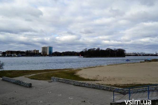 Мокрий сніг та похолодання: прогноз погоди у Хмельницькому на 12 березня