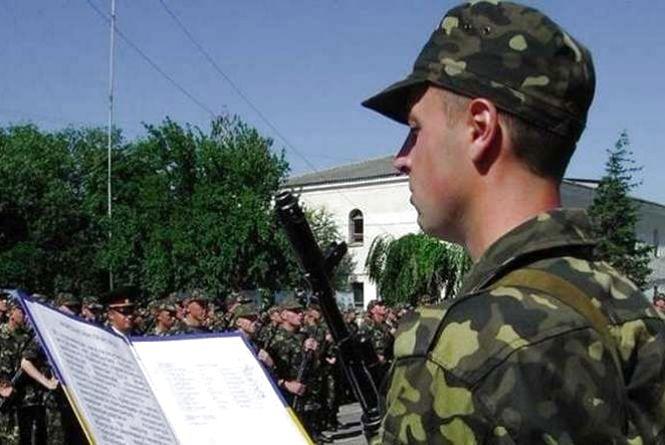 На виборчій дільниці вручатимуть повістки у військкомати: правда чи фейк?