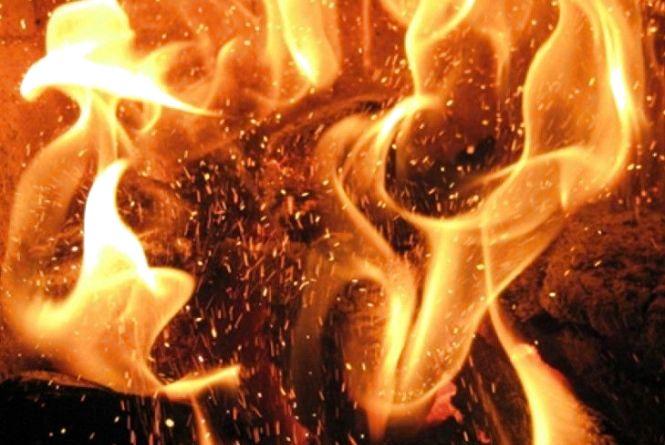 Смертельна пожежа: у Шепетівському районі у власному будинку згоріла пенсіонерка
