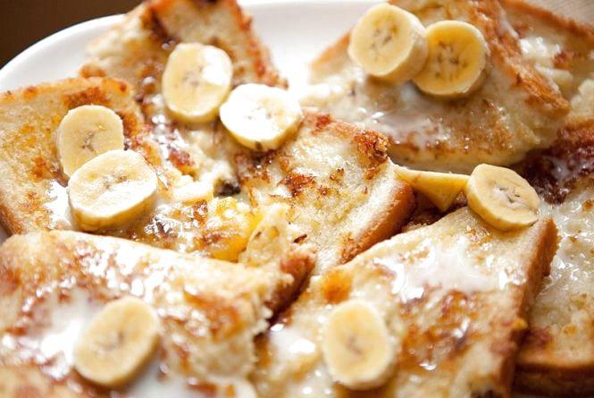 Смачний сніданок: готуємо грінки у банановому клярі