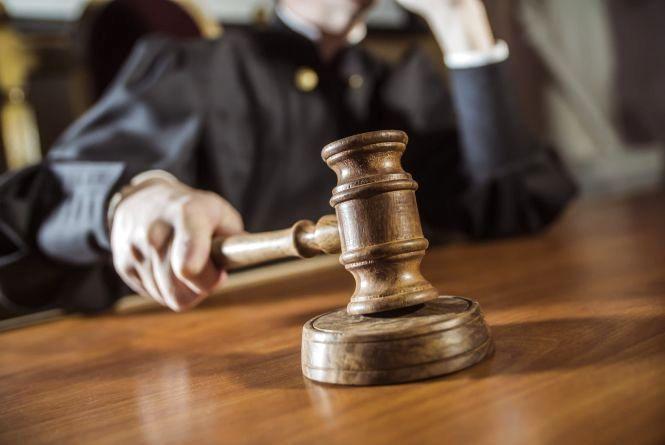 На Хмельниччині чоловік загримів до в'язниці за вкрадений у друга ноутбук