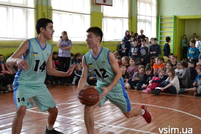 Кращі баскетболісти Хмельницького влаштували спортивне шоу для учнів НВО №5