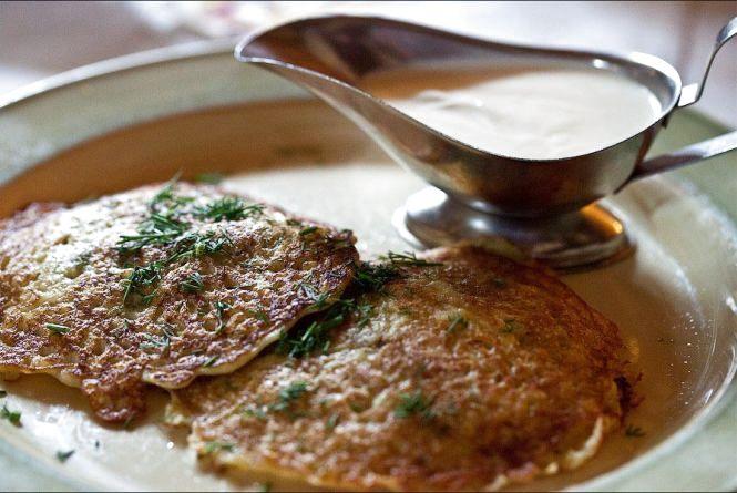 Смачний сніданок: готуємо деруни зі смаженою цибулею