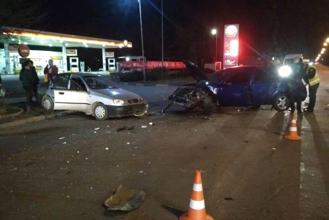 """ДТП на Трудовій: два автомобілі зіткнулися """"лоб в лоб"""""""