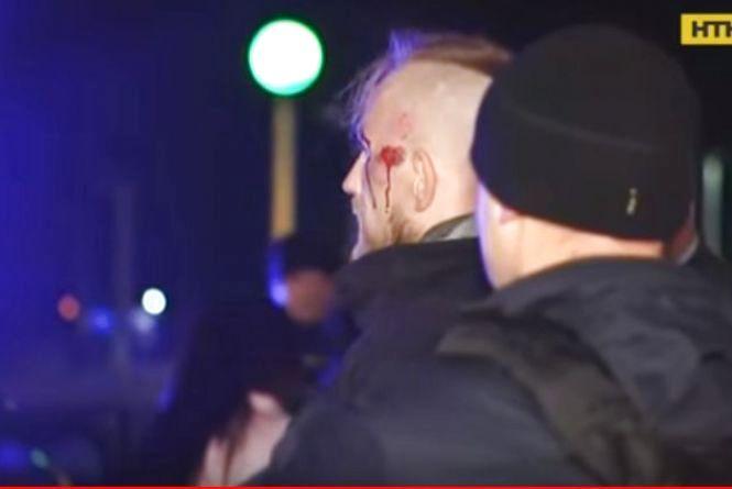 Штрикнув ножем та викрав авто: у Хмельницькому п'яний чоловік влаштував криваві розбірки