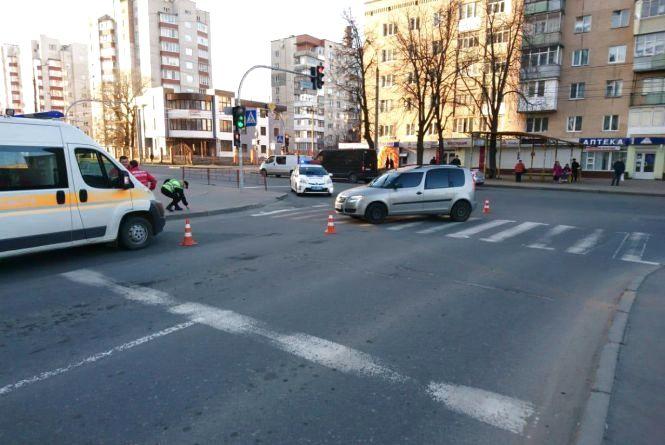 На Зарічанській «Skoda» збила пішохода. Чоловік у лікарні