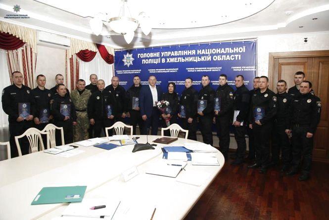 """Головний коп Хмельниччини нагородив патрульних відзнаками за """"блискучу"""" роботу"""