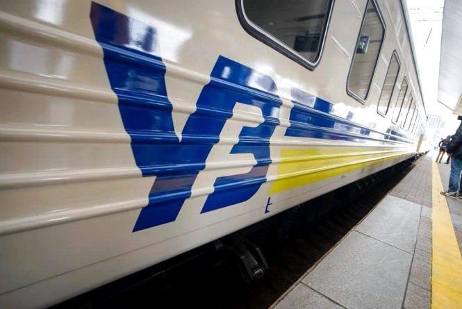 На великодні свята через Хмельницький курсуватимуть два додаткові потяги